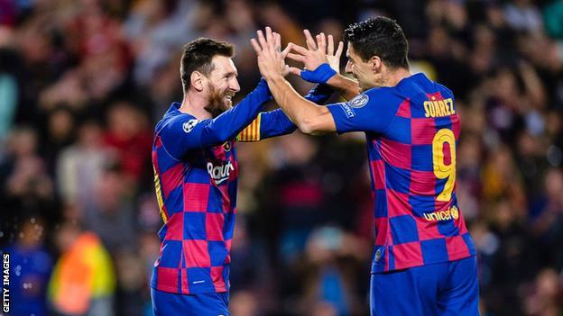 Lionel Messi and Luis Suarez high five