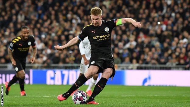 Kevin de Bruyne scores the penalty