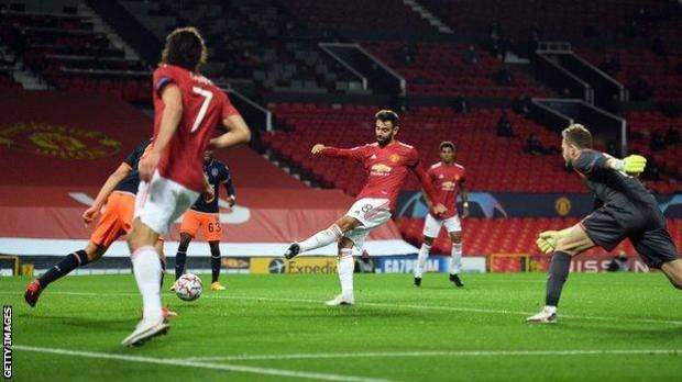 Bruno Fernandes scores Manchester United's second
