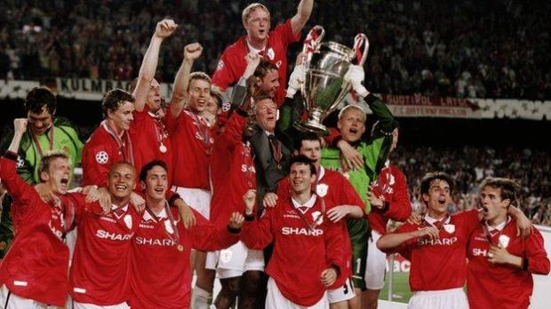 Manchester United with the Champions League trophy in 1999