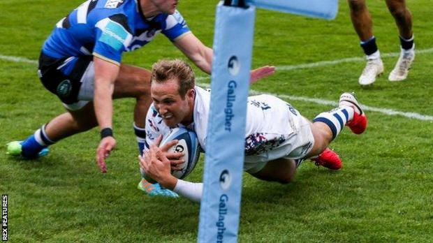 Max Malins scores a try