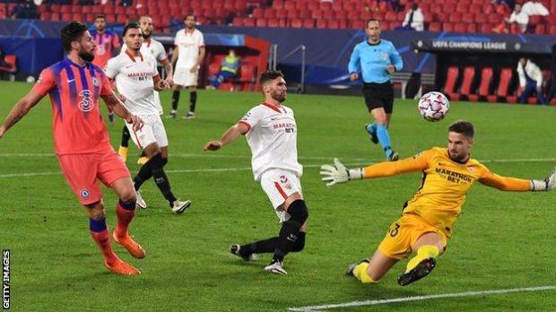 Olivier Giroud scores his second goal
