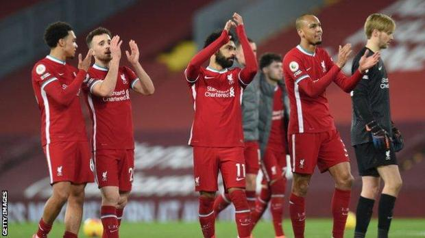 Liverpool's players applaud the fans at the final whistle against Wolves
