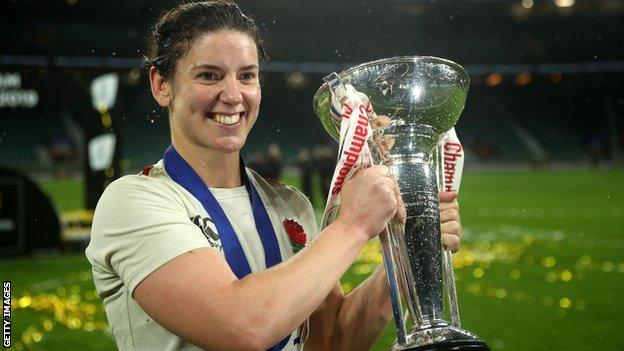 Sarah Hunter with the Women's Six Nations trophy