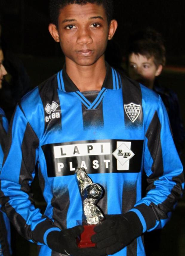 Amad Diallo wins a trophy during his time at Boca Barco