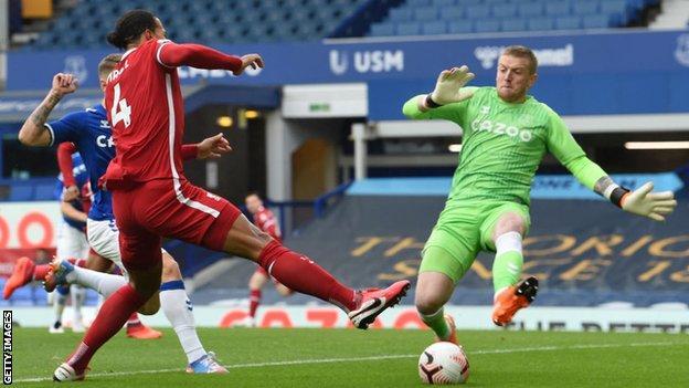 Jordan Pickford and Virgil van Dijk during the Merseyside derby
