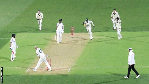 पहले टेस्ट में कोहली रन आउट