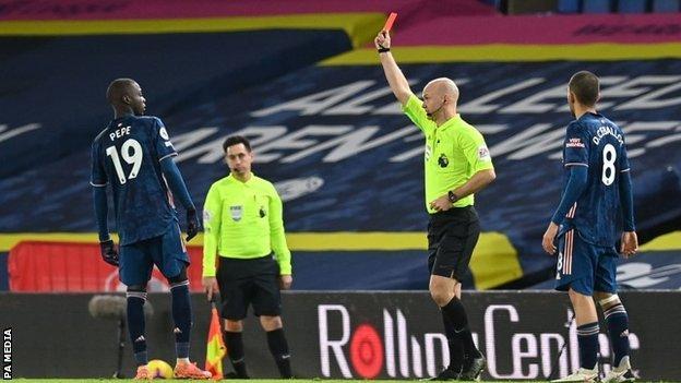 Leeds United 0-0 Arsenal: Nicolas Pepe sent off in goalless draw - BBC Sport