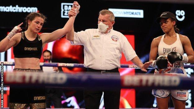 Taylor edges Jonas in stunning fight