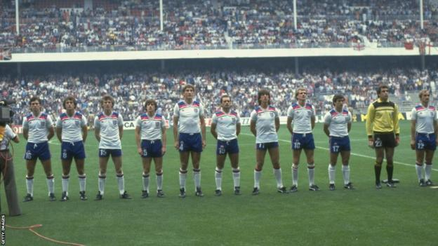 England line up at the 1982 World Cup