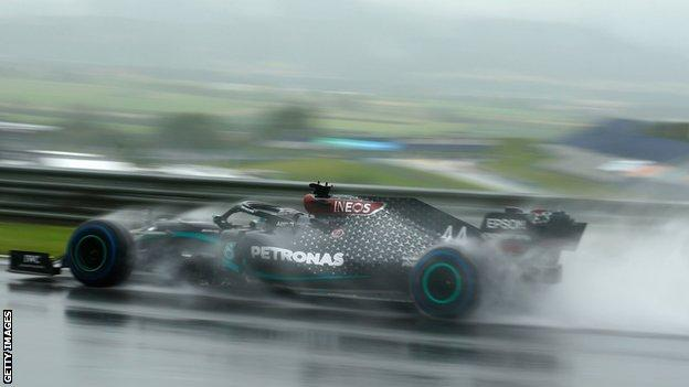 Lewis Hamilton qualifies in pole position in the wet