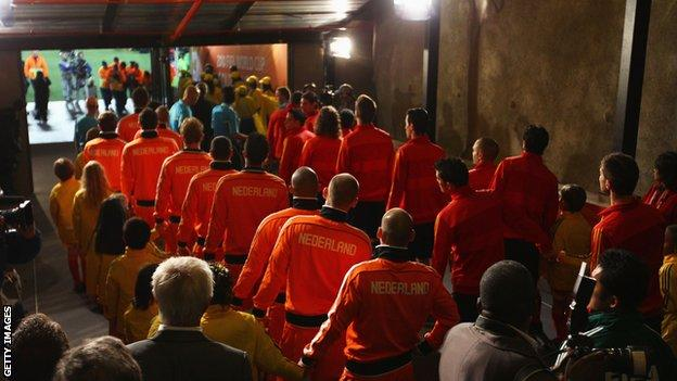 Spain and Netherlands players line up in the tunnel before the 2010 World Cup final