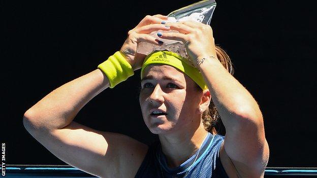 Karolina Muchova puts an ice pack on her head