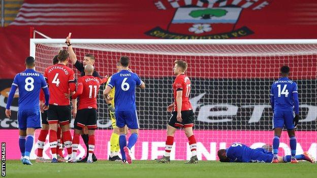 Ten-man Southampton frustrate Leicester