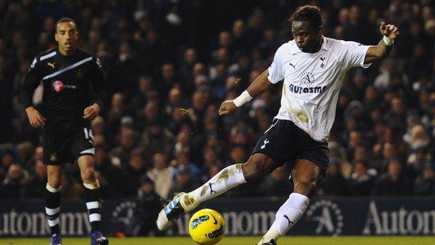 Louis Saha playing for Tottenham