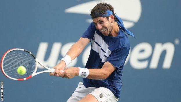 sport Cameron Norrie hits a backhand