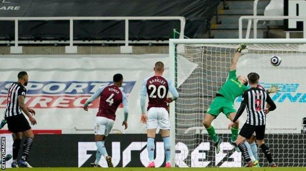 Lascelles scores a late winner for Newcastle against ASton Villa
