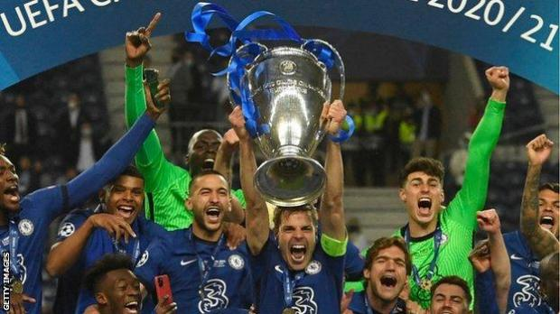 Chelsea players lift the Champions League trophy