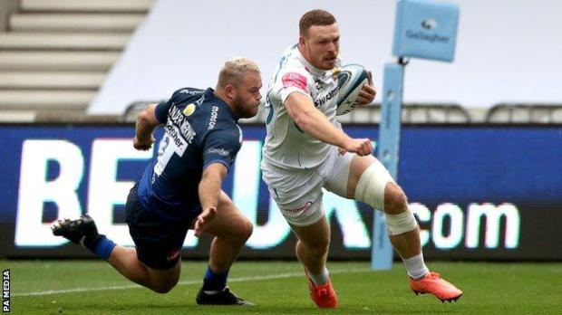 Exeter Chiefs back row Sam Simmonds (right) scores a try