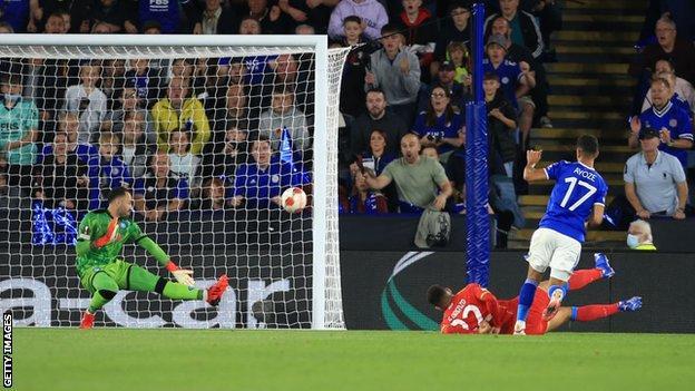 Ayoze Perez scores for Leicester City