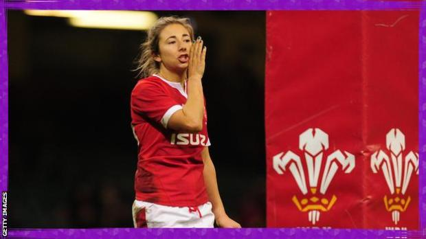Elinor Snowsill playing for Wales