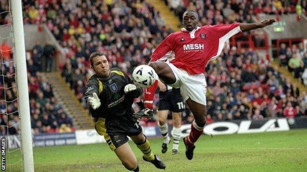 Alan Miller in action for West Bromwich Albion against Charlton in 1999