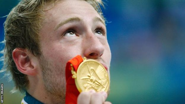 Matthew Mitcham kisses his Olympic gold medal after winning the men's 10m platform diving competition at Beijing 2008
