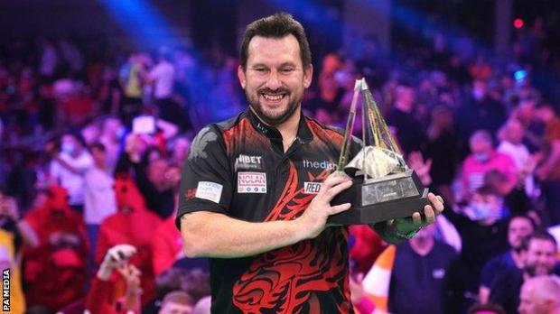 Jonny Clayton was able to celebrate in front of almost 1,000 fans in Milton Keynes