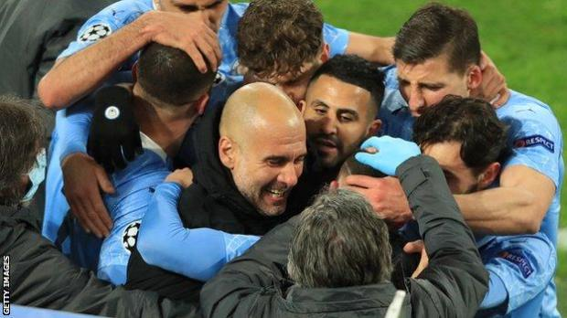 Manchester City players and manager Pep Guardiola celebrate Phil Foden's goal