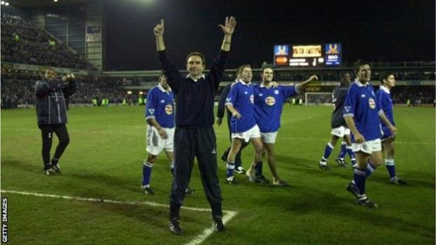 Martin O'Neill celebrates with his Leicester players after beating Aston Villa at Filbert Street to reach the League Cup final in 2000