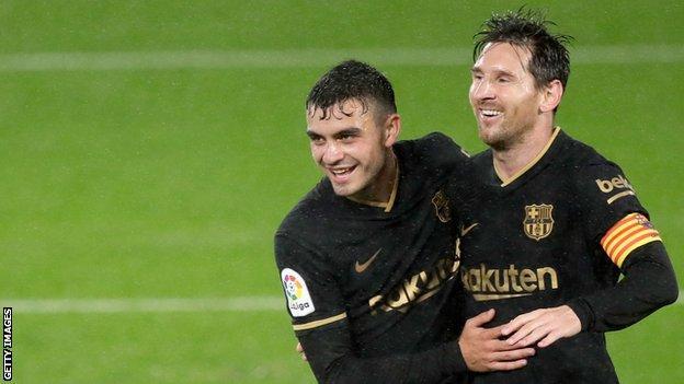 Lionel Messi (right) and Pedri