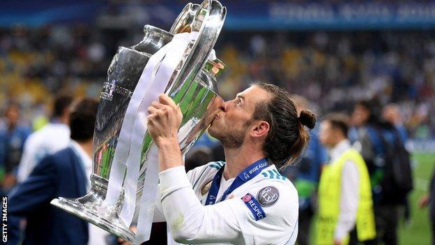 Gareth Bale kisses the trophy
