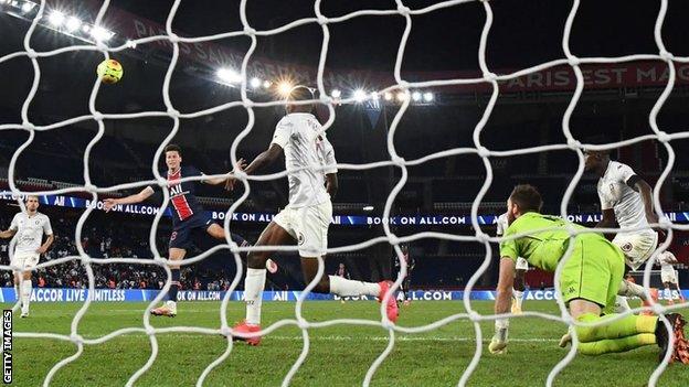 Julian Draxler scores for PSG