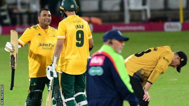 Notts Outlaws edge past Leicestershire Foxes