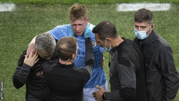 Kevin De Bruyne of Manchester City is substituted