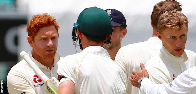 Jonny Bairstow & Cameron Bancroft shake hands after the first Test