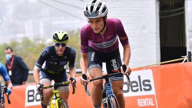 Lizzie Deignan cycling