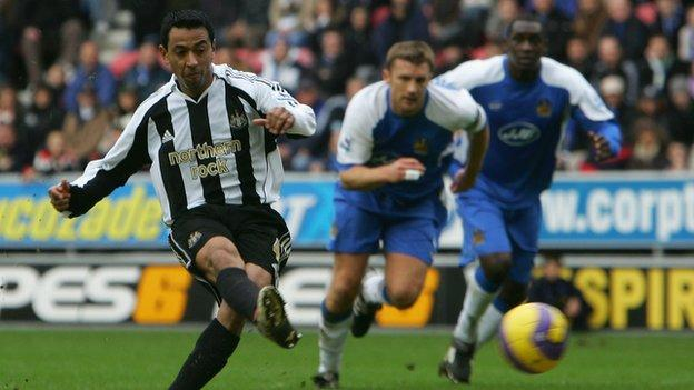 Nolberto Solano playing for Newcastle