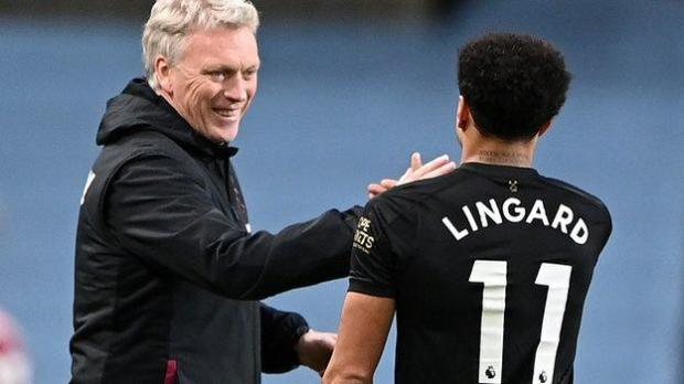David Moyes celebrates with Jesse Lingard