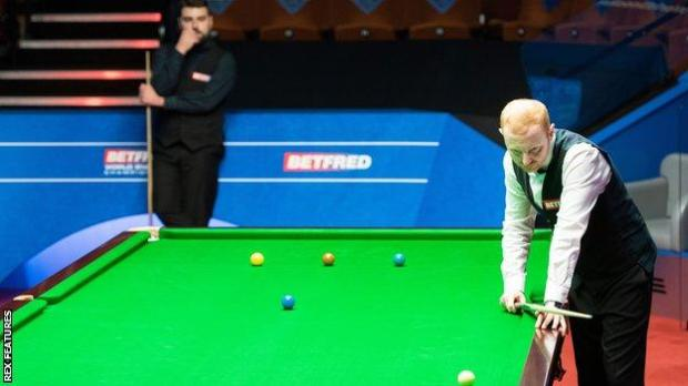 Scotland's Anthony McGill beat Jamie Clarke 13-12 after the Welshman missed a crucial pink when he appeared to be closing in on a 13-11 victory
