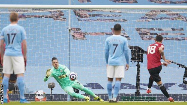 Bruno Fernandes scoring a penalty against Man City