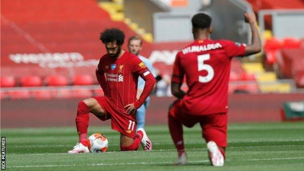 Mohamed Salah and Georginio Wijnaldum of Liverpool take a knee