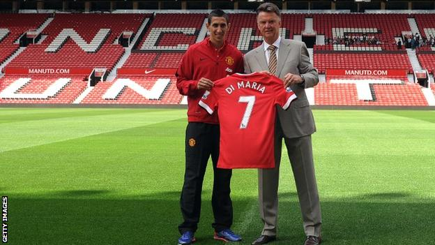 Angel Di Maria poses with Louis van Gaal on the pitch at Old Trafford