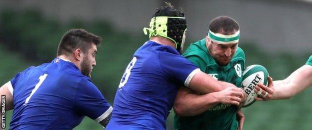 Gregory Alldritt tackles Rob Herring