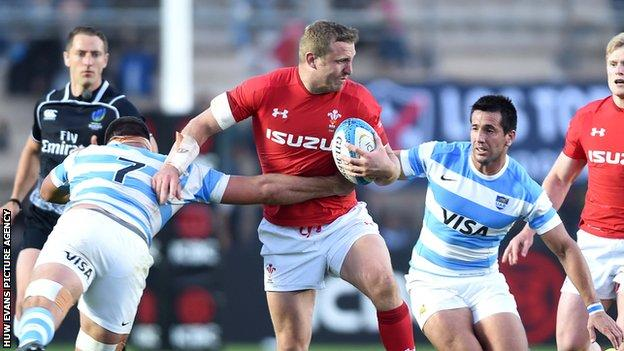 Hadleigh Parkes fights off tackles