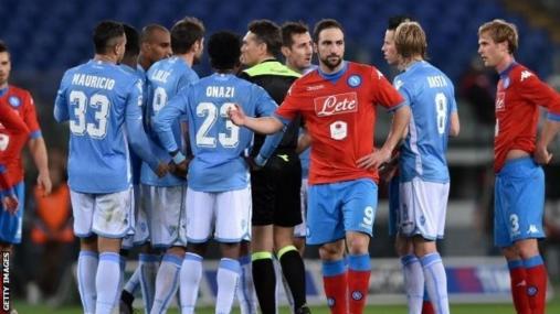 Lazio v Napoli game is held up