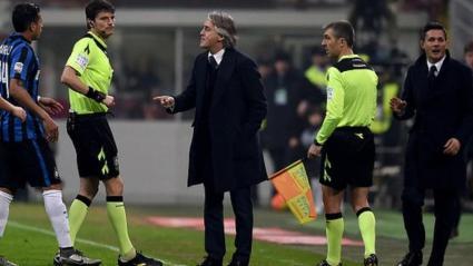 Inter Milan manager Roberto Mancini (centre)