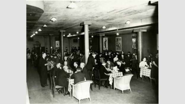 The Bank's gold vaults were used as a staff canteen in the 1930s (Credit: Credit: Bank of England)