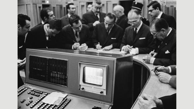 Gold traders in Paris respond to the latest fix in November 1967 (Credit: Credit: Reg Lancaster/Daily Express/Getty)