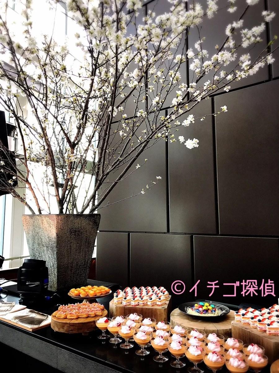 イチゴ探偵|アンダーズ東京・ルーフトップバーで苺スイーツのお花見アフタヌーンティー!苺のエクレアやショートケーキを食べ放題!